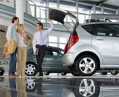pokupka-novogo-avtomobilya-v-salone-zashchita-prav-potrebitelej